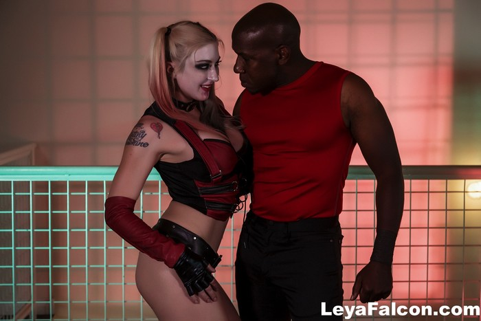 Cos Playing Leya takes Mandingo's BBC up her ass
