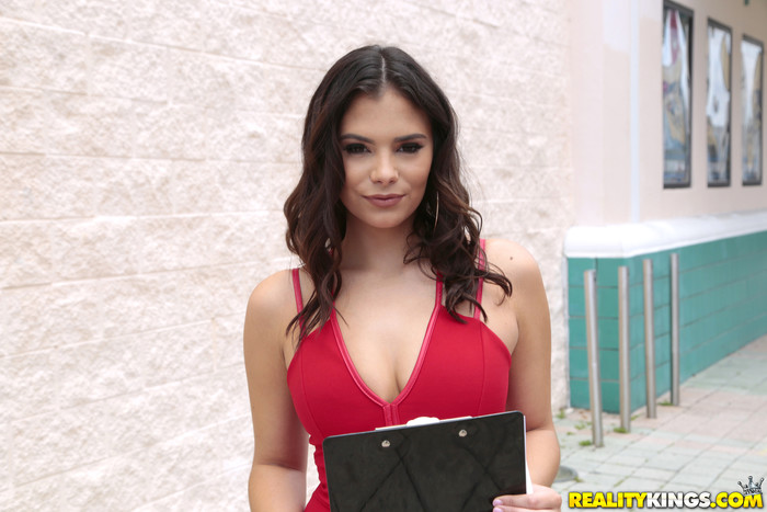 Violet Starr - Starr Quality - 8th Street Latinas