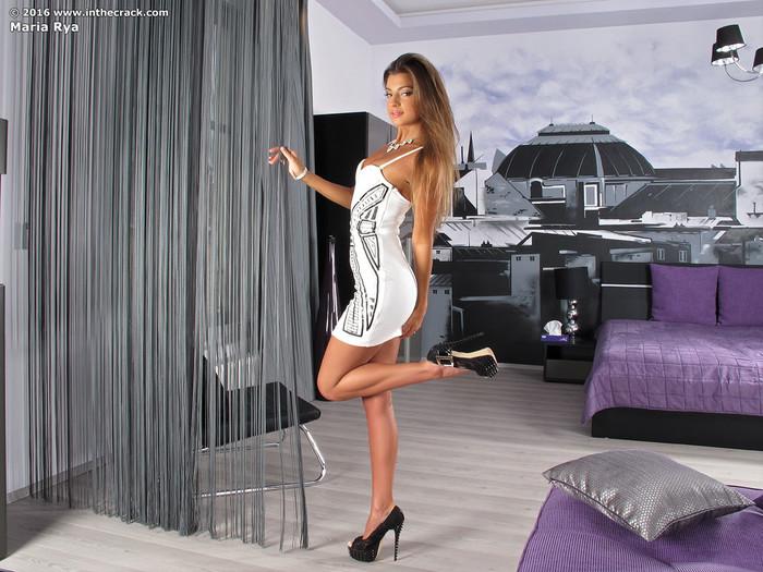 Maria Rya - InTheCrack