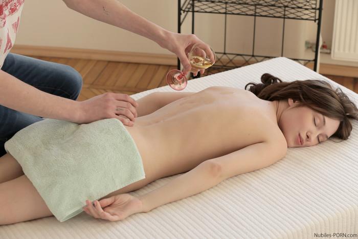 Julie Vee - Sensual Oils - Petite HD Porn