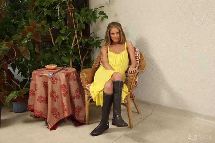 Cayenne Klein - Baton Twirler - ALS Scan