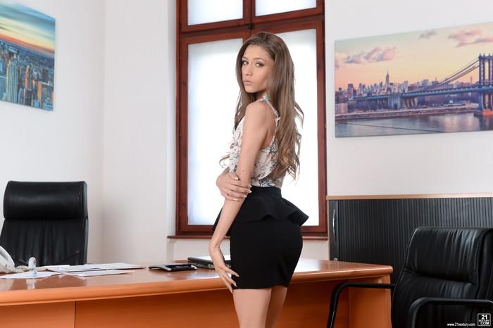 Rebel Lynn - Sensual Secretary - 21Sextury