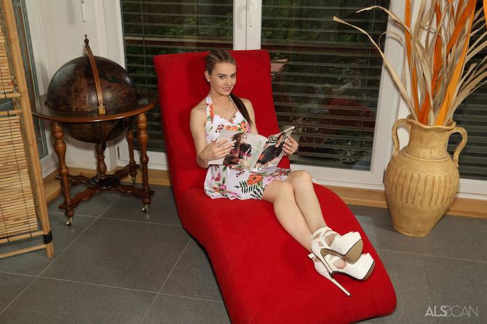 Iwia, Timea Bella - Love Pocket - ALS Scan