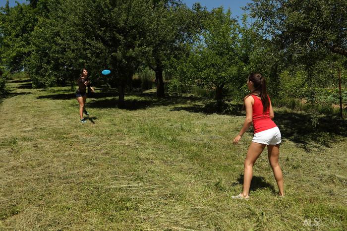 Iwia, Susan Ayn - Frisbee - ALS Scan