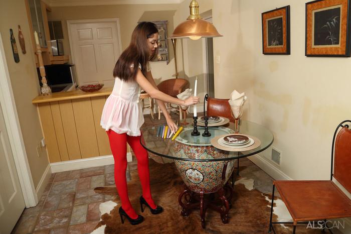 Kristina Bell - Hot Pink Center - ALS Scan