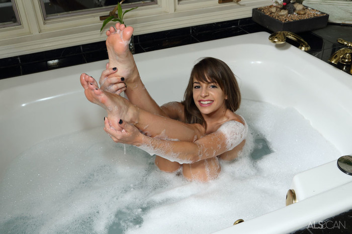 Kimmy Granger - Bath Time - ALS Scan