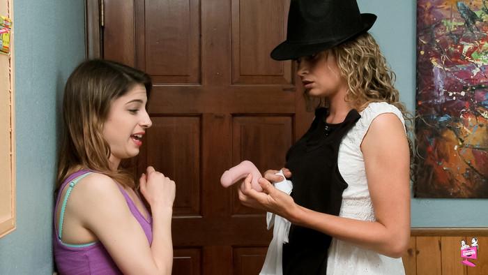 Prinzzess, Kristen Scott - Lesbian House Hunters #12