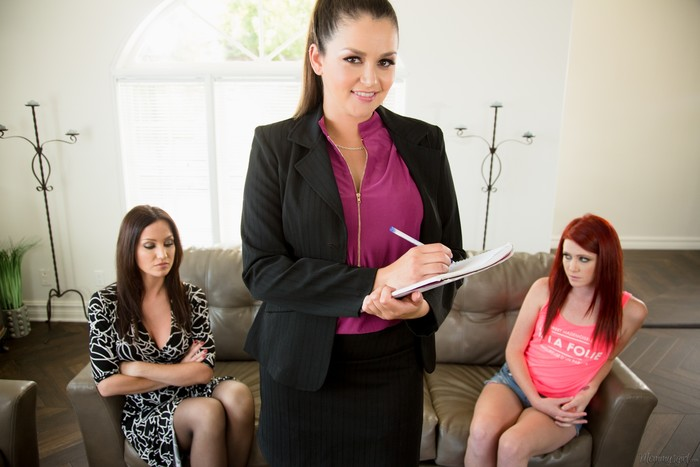 The Family Therapist - Girlsway