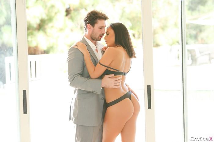 Manuel Ferrara & Gianna Nicole - Erotica X