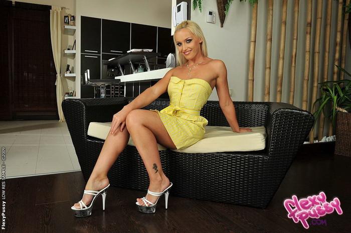 Kathia Nobili - Flexy Pussy