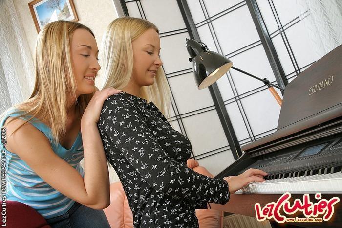 Horny Lesbians Niki & Marika - Lez Cuties