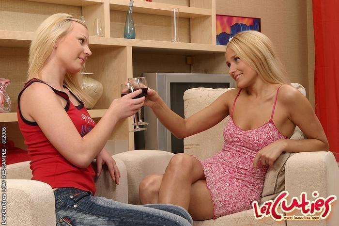 Lesbian Action with Lis & Nana - Lez Cuties