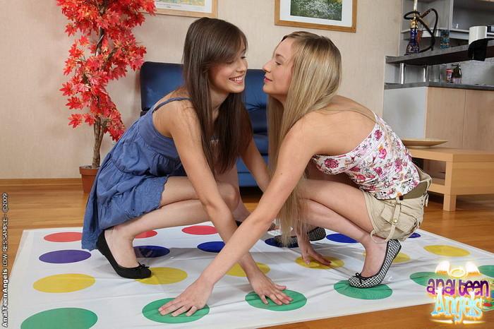 Anal FFM Threesome with Benta & Evie