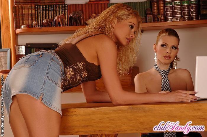 Katalin & Chrystine - Club Sandy