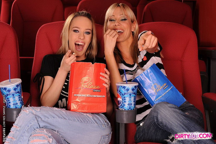 Horny Lesbians Sandy & Blue Angel