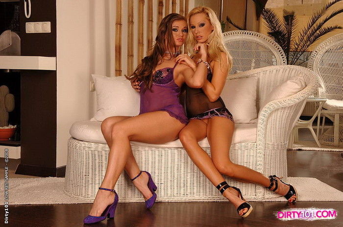 Sandy & Rita Faltoyano Lez Action