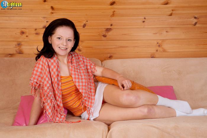 Viktoria - Curvy Cummer - 18eighteen