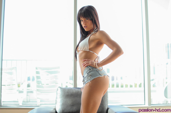 Rahyndee James - Head To Toe Passion - Passion HD
