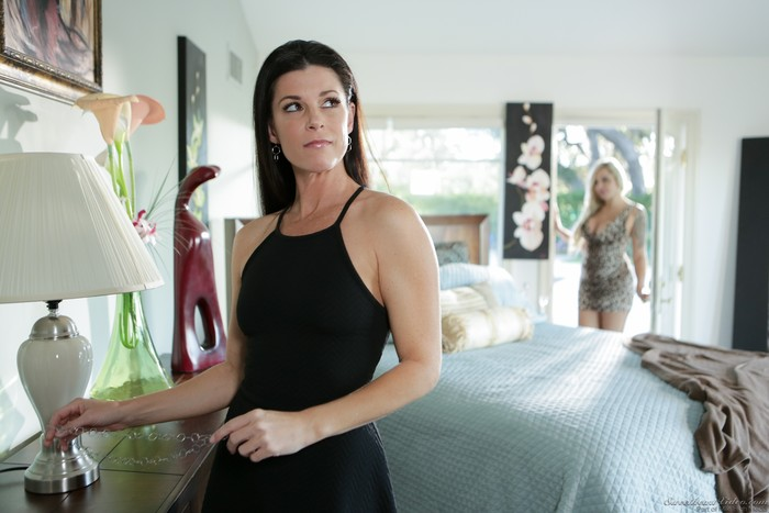India Summer, Nina Elle - When the Cat's Away