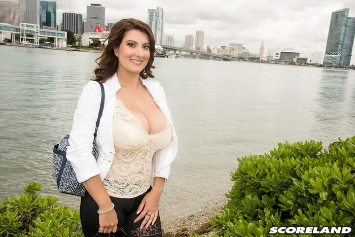 Valory Irene - Valorys Florida Vacation - ScoreLand