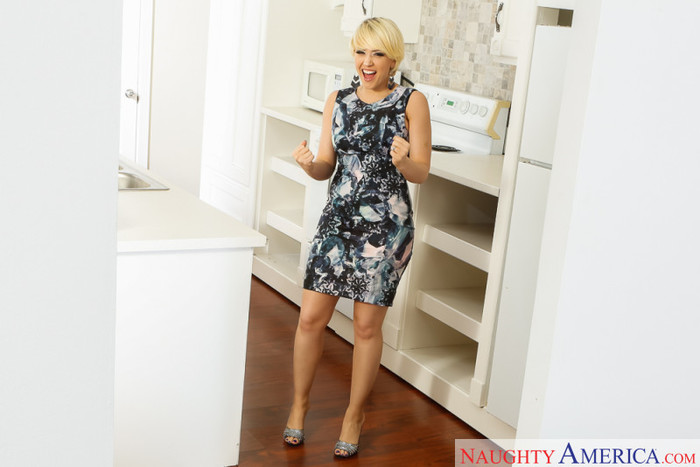 Kagney Linn Karter - Housewife 1 on 1