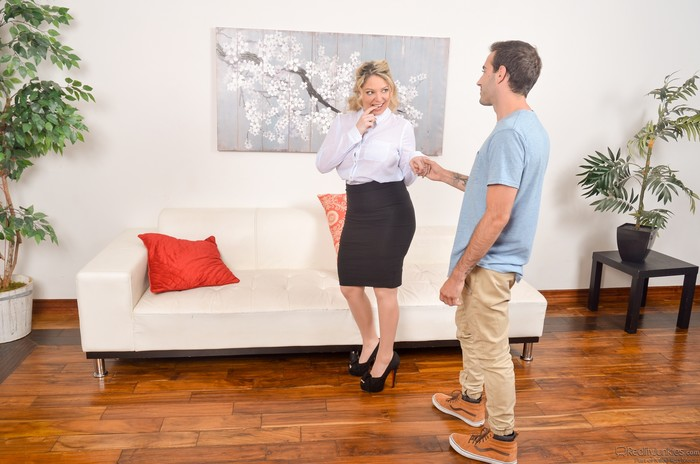 Kiki Daire - All Grown Up