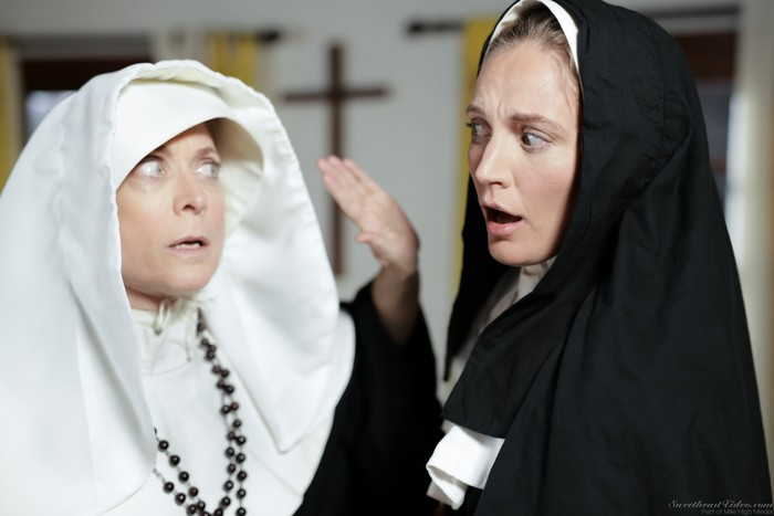 Nina Hartley, Mona Wales - Beg God for Forgiveness