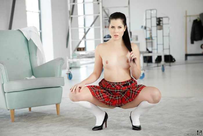 Cassie Right - Under Your Skirt - 21Sextury