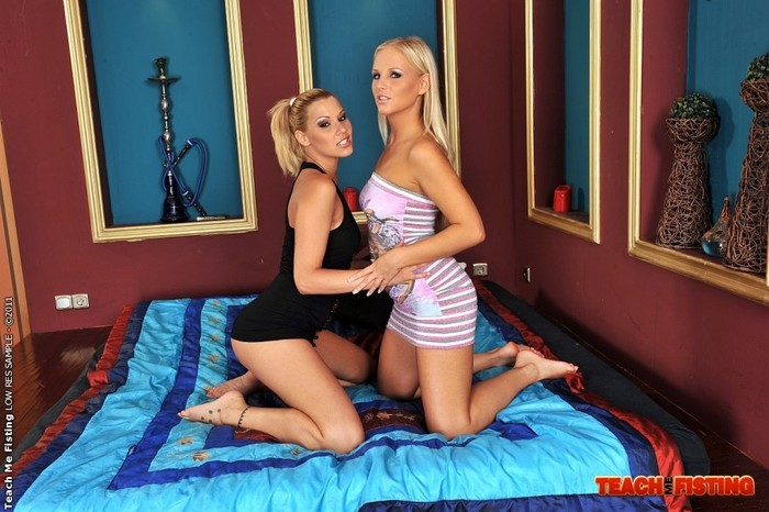 Barbie White & Cindy Hope Fisting Each Other
