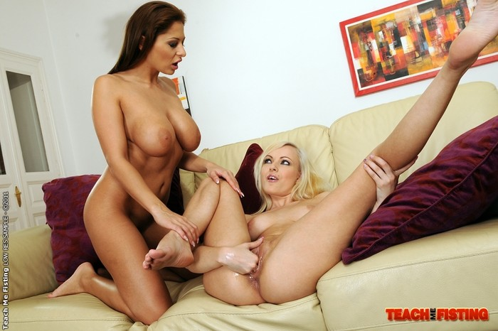 Bianca Golden & Alison Star Girl on Girl Fisting