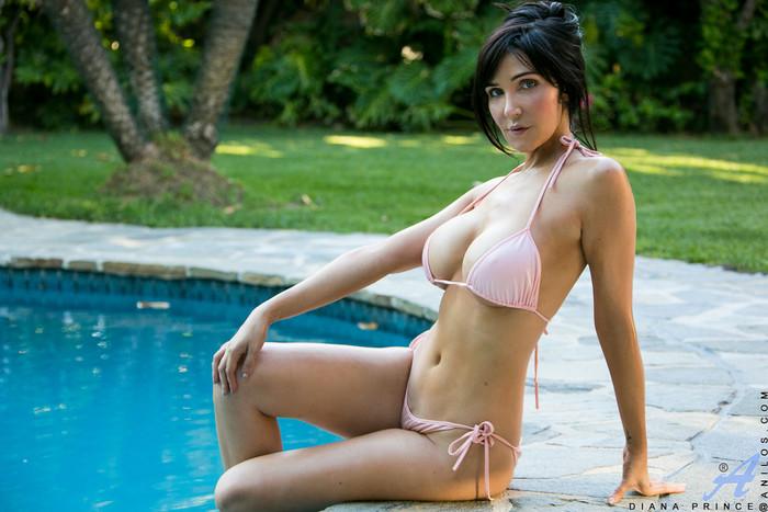 Diana Prince - Poolside Masturbation