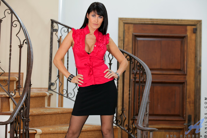 Eva Karera - Couch Pussy - Anilos