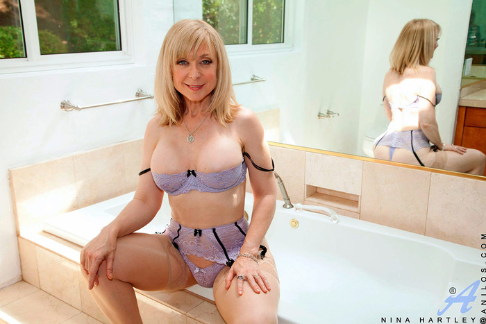 Nina Hartley - Glass Dong - Anilos