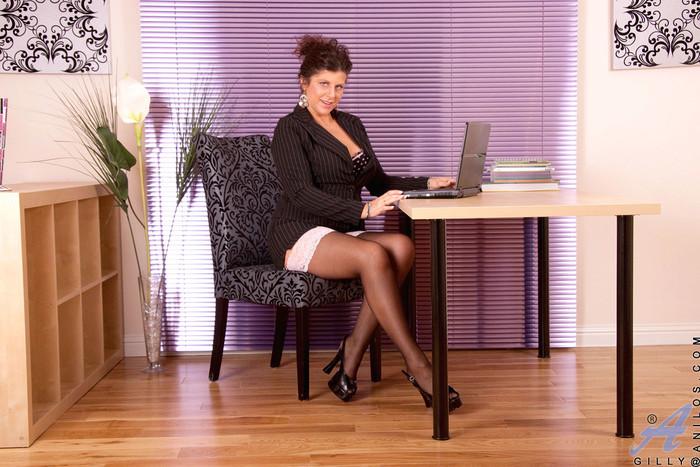 Gilly - Office Attire - Anilos