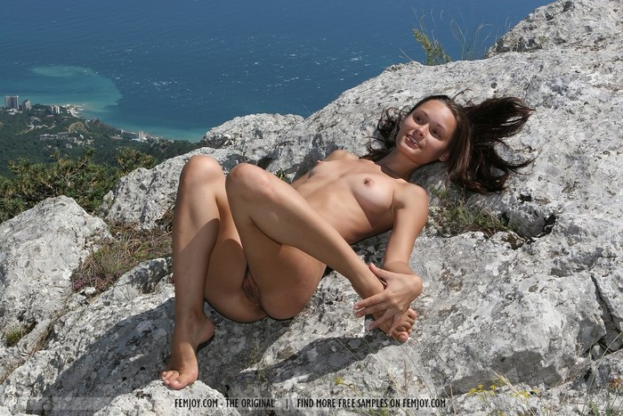Look There - Olivia - Femjoy