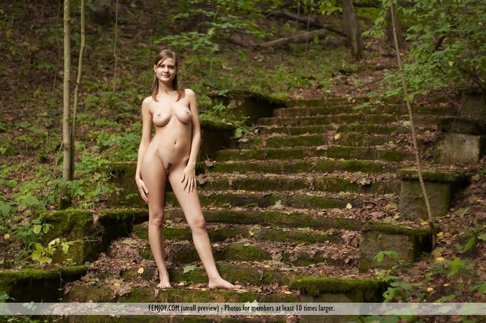 Rule The Ruins - Lea - Femjoy
