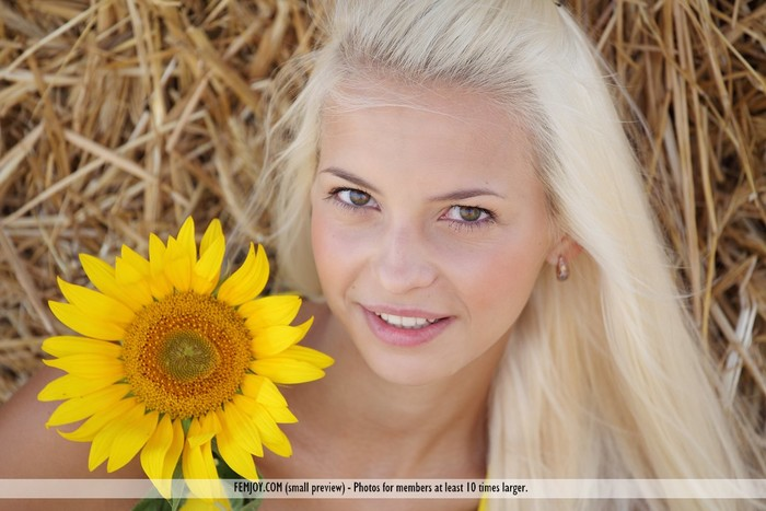 Sunflower - Vika D. - Femjoy