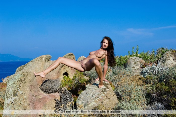 Far Away - Meli - Femjoy