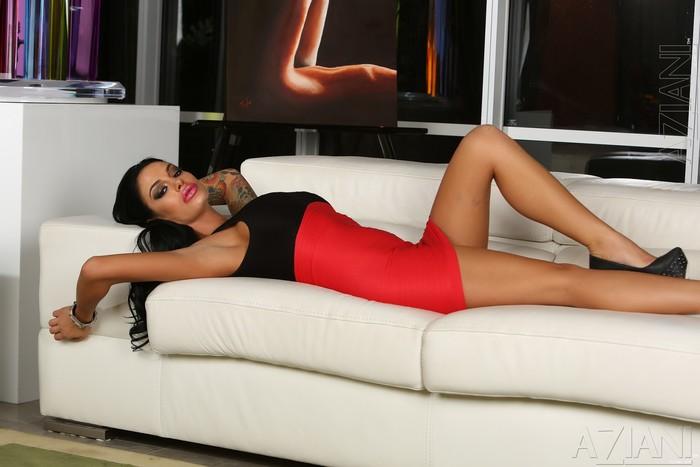 Angelina Valentine - Aziani