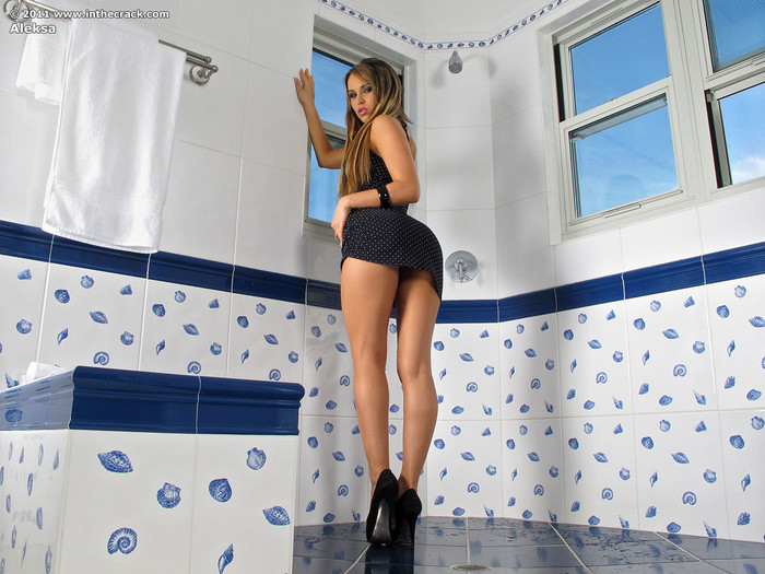 Aleksa - speculum pussy in the bathroom