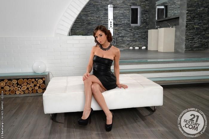 Tina Hot - 21 Sextury