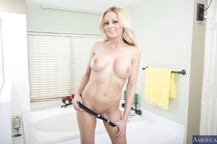 Sindy Lange - My Friend's Hot Mom