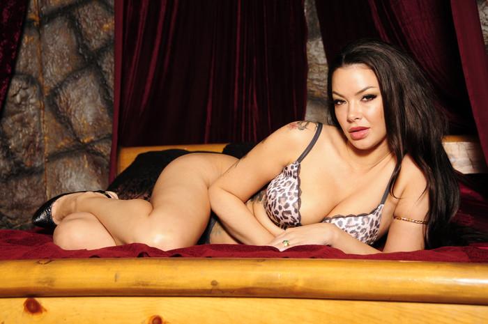 Sophia Santi wants to tease your cock till it's rock hard
