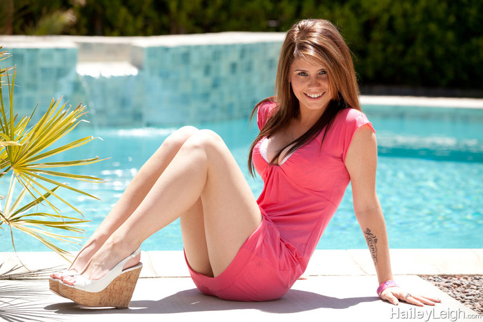 Hailey Leigh - Poolside In Pink