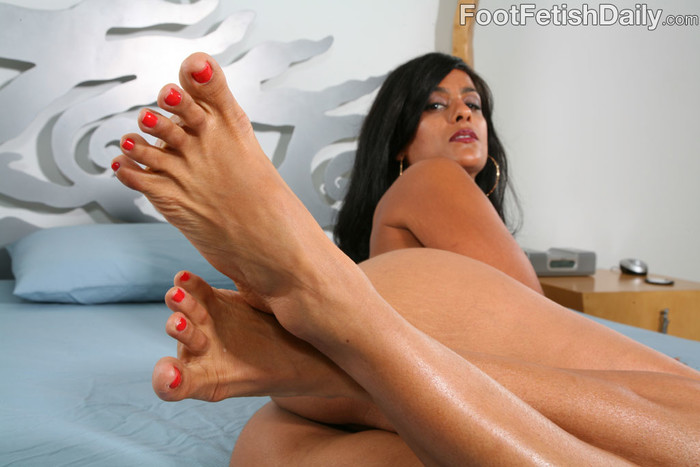Bossy Delilah Foot Fetish - Foot Fetish Daily