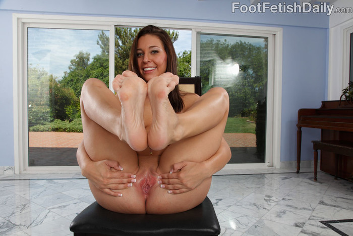 Gracie Glam Rubs Her Coochie and Gets Slammed