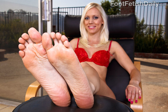 Kacey Villainess Feet Tease along with Hardcore Sex