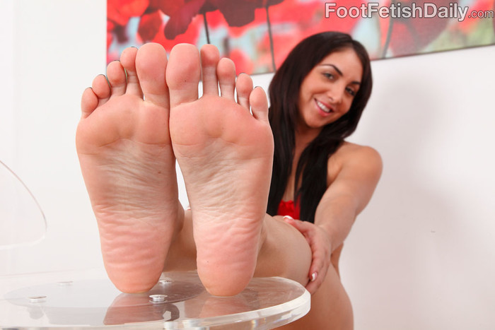 Kimberly Gets a Warm Coat of Semen on Her Smooth Soles