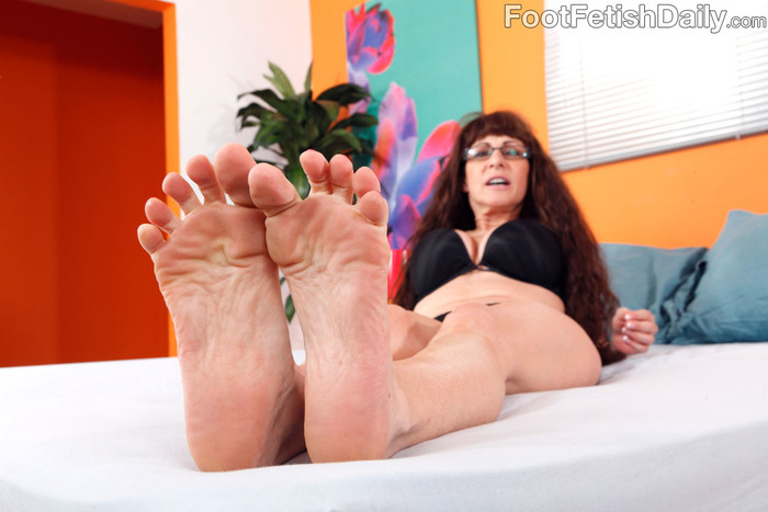 Alexandra Silk Exposes Her Sexy Feet and Gets Fucked