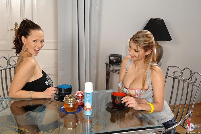 Dominno & Katarina - DDF Busty